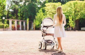 Как одевать новорожденного на прогулку летом